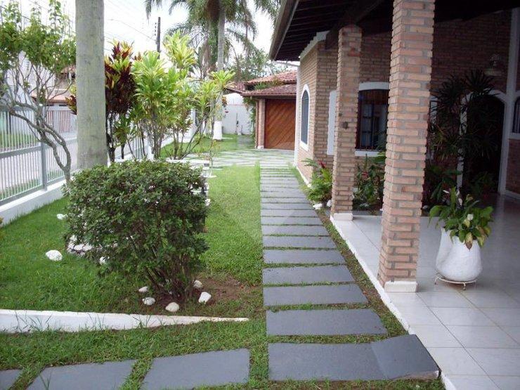 Casas à Venda com churrasqueira em Praia das Palmeiras ca4e8b9347f97