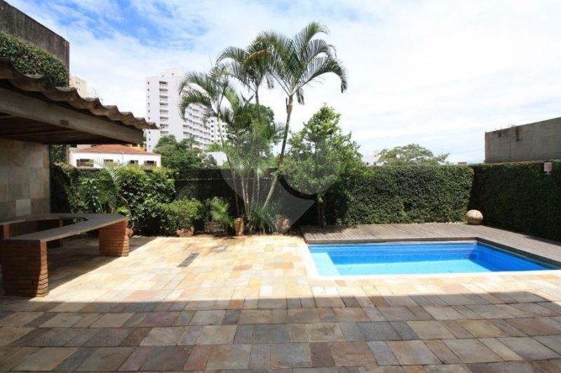 Casa de 4 dormitórios em Sumarezinho, São Paulo - SP