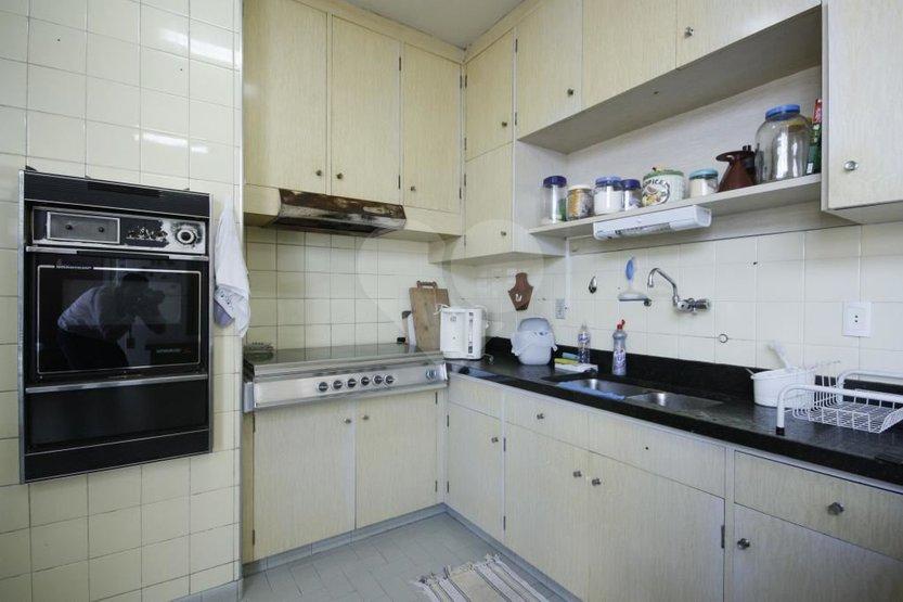 Casa de 4 dormitórios à venda em Caxingui, São Paulo - SP