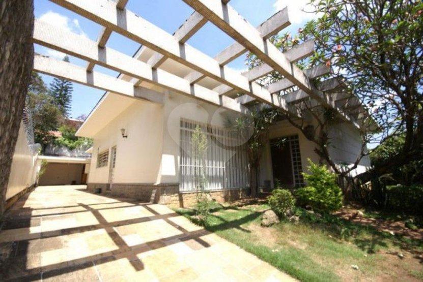 Padrão de 3 dormitórios à venda em Jardim Everest, São Paulo - SP