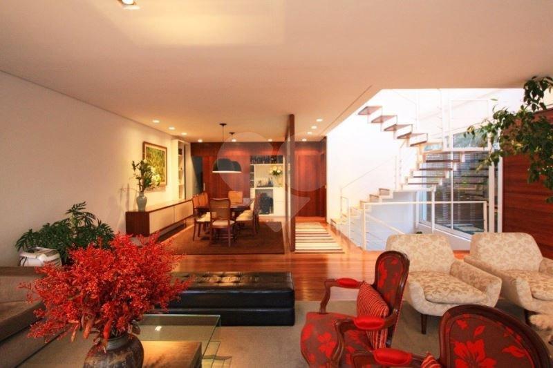 Casa de 3 dormitórios em Alto De Pinheiros, São Paulo - SP