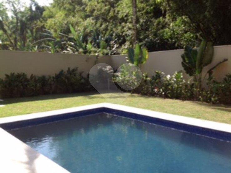Casa de 4 dormitórios em Juquey, São Sebastião - SP
