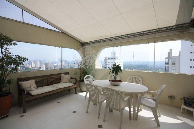 Cobertura de 2 dormitórios em Vila Madalena, São Paulo - SP