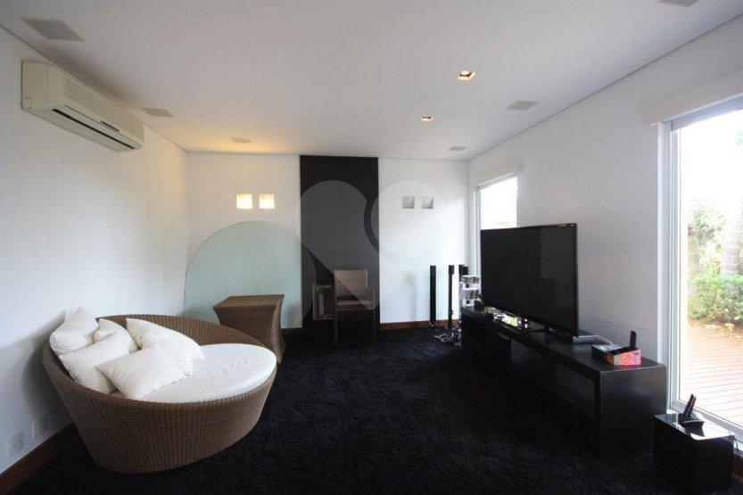Casa de 3 dormitórios à venda em Jardim Everest, São Paulo - SP