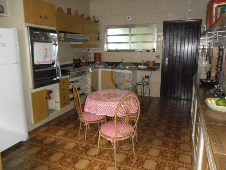 Padrão de 4 dormitórios em Vila Madalena, São Paulo - SP