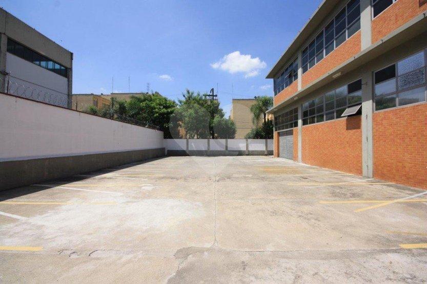 Prédio Inteiro em Lapa De Baixo, São Paulo - SP