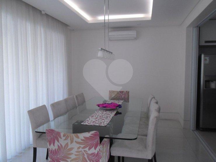 Casa de 4 dormitórios em Caxingui, São Paulo - SP