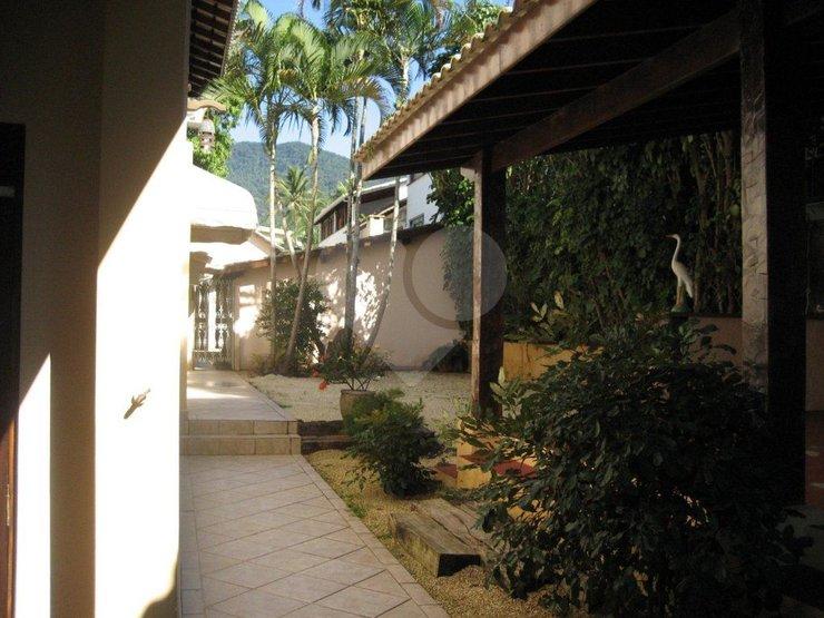 Casa de 9 dormitórios à venda em Arrastão, São Sebastião - SP