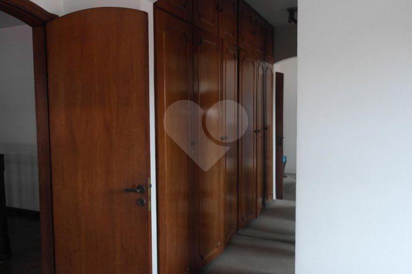 Casa de 4 dormitórios em Vila Pirajussara, São Paulo - SP