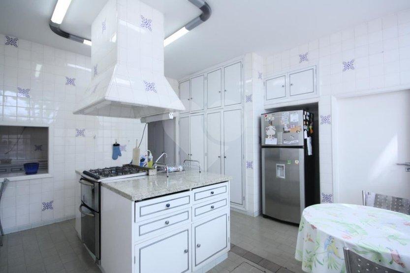 Casa de 4 dormitórios à venda em Vila Madalena, São Paulo - SP