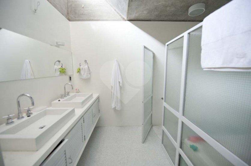 Casa de 3 dormitórios em Vila Inah, São Paulo - SP