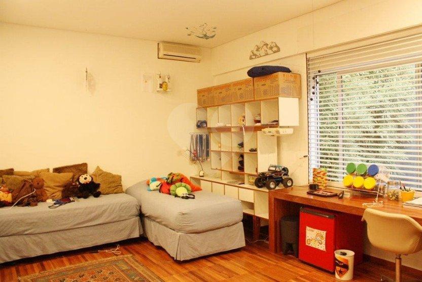 Casa de 4 dormitórios à venda em Vila Tramontano, São Paulo - SP