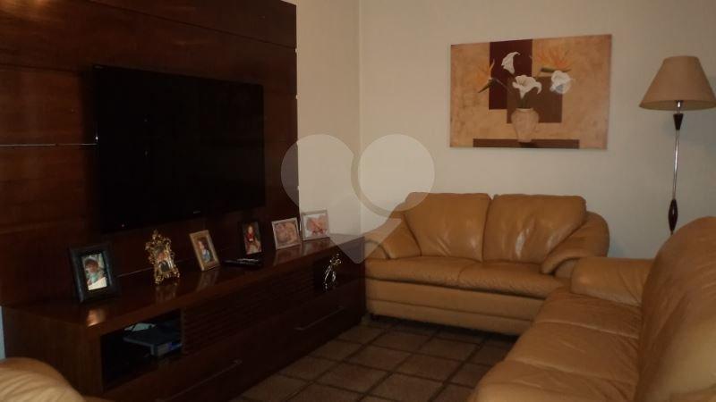 Casa de 4 dormitórios em Jardim Campo Grande, São Paulo - SP