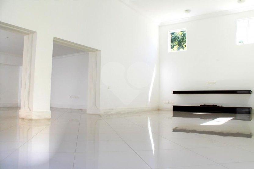 Casa de 6 dormitórios em Jardim Cordeiro, São Paulo - SP