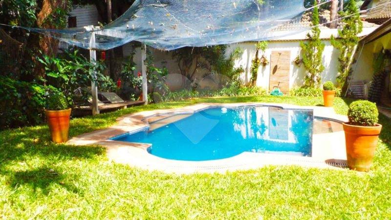 Casa de 4 dormitórios em Jardim Petrópolis, São Paulo - SP