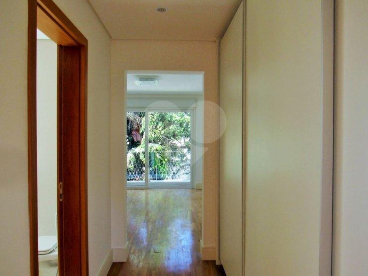 Casa de 4 dormitórios à venda em Jardim Cordeiro, São Paulo - SP