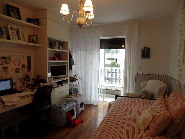 Apartamento de 4 dormitórios à venda em Vila Uberabinha, São Paulo - SP