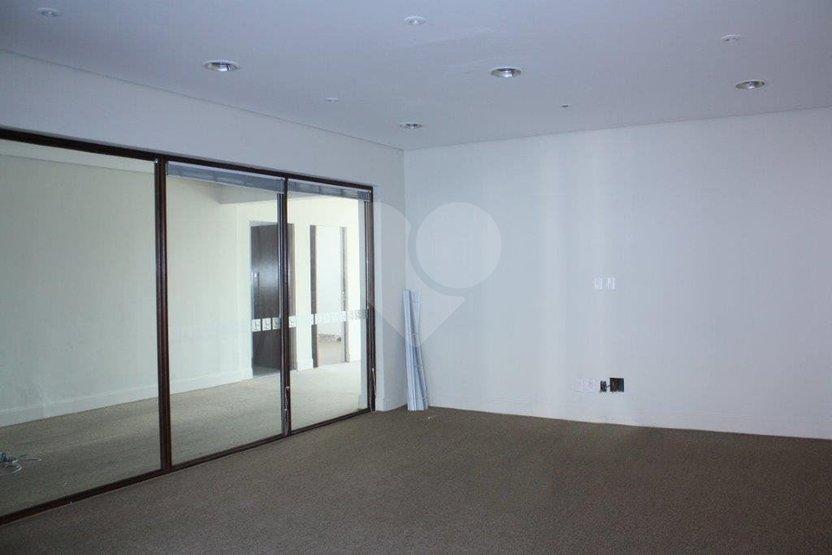 Padrão de 3 dormitórios à venda em Pacaembu, São Paulo - SP