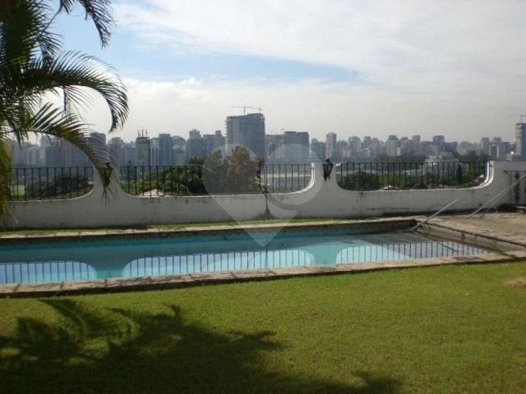 Casa de 6 dormitórios à venda em Jardim Guedala, São Paulo - SP