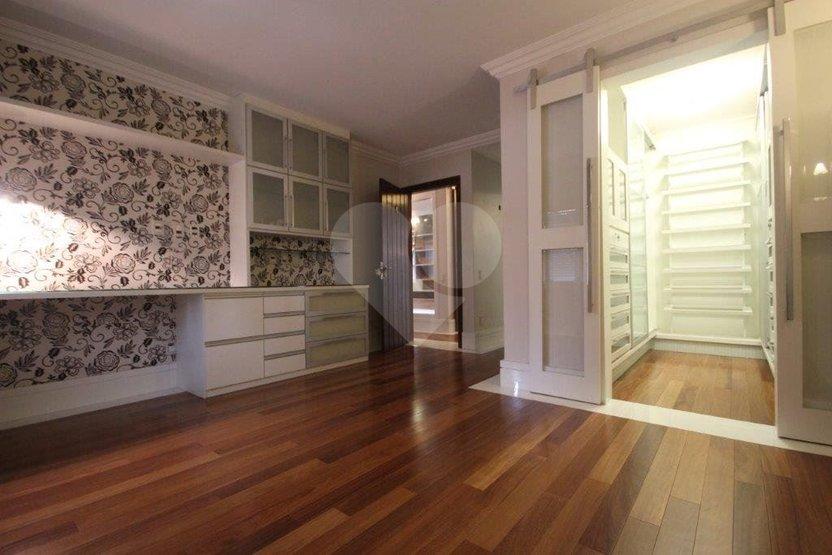 Casa de 4 dormitórios à venda em Jardim Vitória Régia, São Paulo - SP