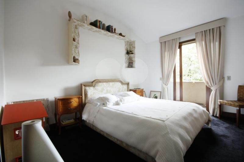Casa de 5 dormitórios em Butantã, São Paulo - SP