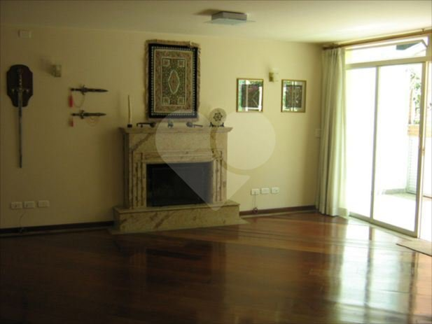 Casa de 4 dormitórios em Jardim Leonor, São Paulo - SP