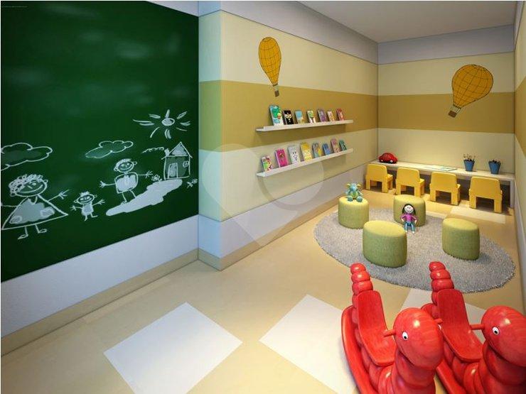 Área coberta destinada para recreação infantil, com brinquedos e objetos destinados à esse público. Sinônimos: Área de lazer coberta para crianças.
